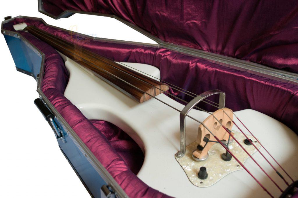 Case personalizado con amortiguación interna de alta densidad, forrada en tafetán, moldeada a la medida del Beby Bass