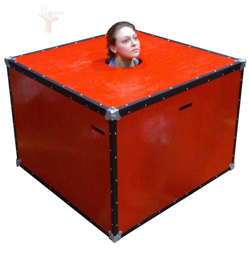 Case de madera fabricado como escenografía funcional para obra de teatro y funcional como case fuera de escenario